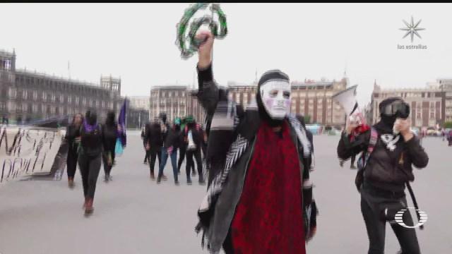 mujeres protestan contra salgado macedonio en centro historico de cdmx