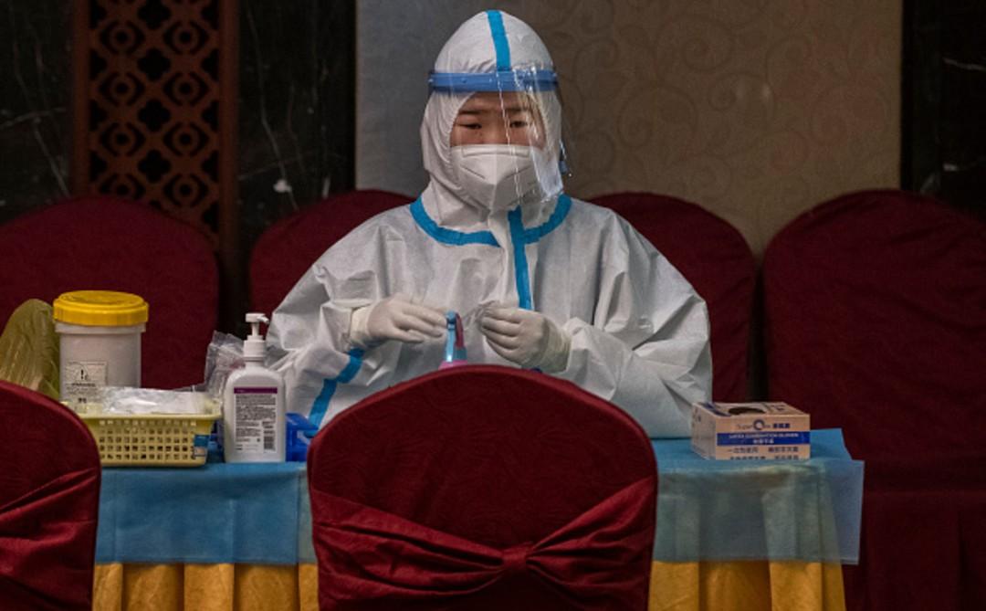 Pruebas anales de COVID en China causan molestias a turistas – Noticieros  Televisa