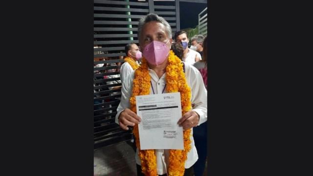 Manuel Negrete tras su registro como candidato a la gubernatura del estado de Guerrero por el partido Fuerza por México (Twitter:@gerislas)