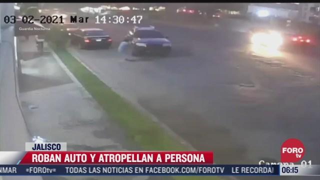 sujetos roban auto y atropellan a dueno para escapar en jalisco