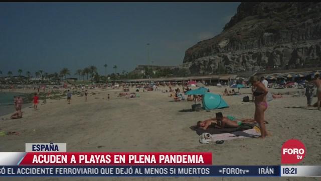 acuden a playas en plena pandemia en espana