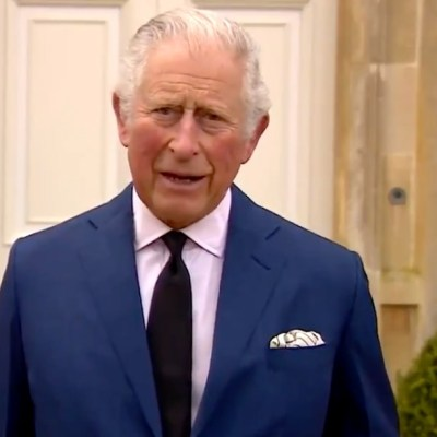 El príncipe Carlos habla con los medios sobre la muerte de su padre, Felipe de Edimburgo (Twitter @chrisshipitv)