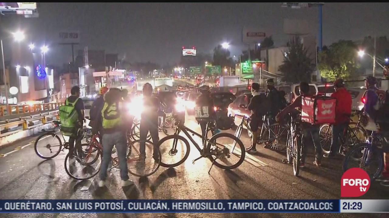 ciclistas cierran circuito interior en ambos sentidos