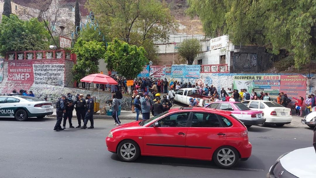 Clausuran balneario 'Elba' y visitantes bloquean la avenida Ignacio Zaragoza