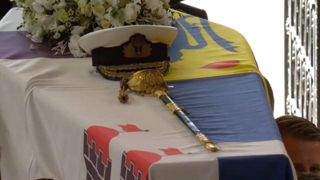 Gorro y espada del príncipe Felipe (The Royal Family)