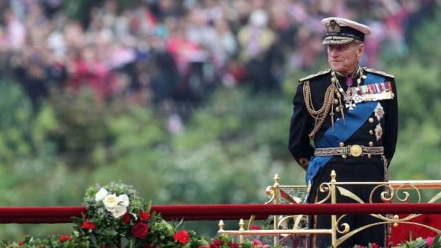 Quiénes son los únicos 30 asistentes al funeral del duque de Edimburgo, esposo de la reina Isabel II