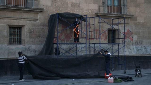 Inician trabajos de restauración en fachada de Palacio Nacional