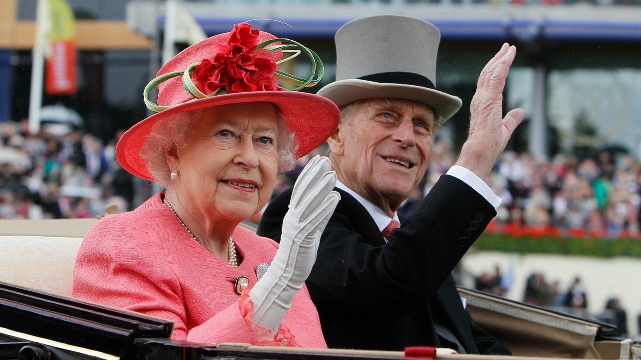 La reina Isabel II cumple 95 años sin su esposo ni celebraciones