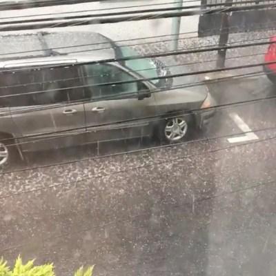 Lluvia y caída de granizo afectan el centro de Pachuca, Hidalgo