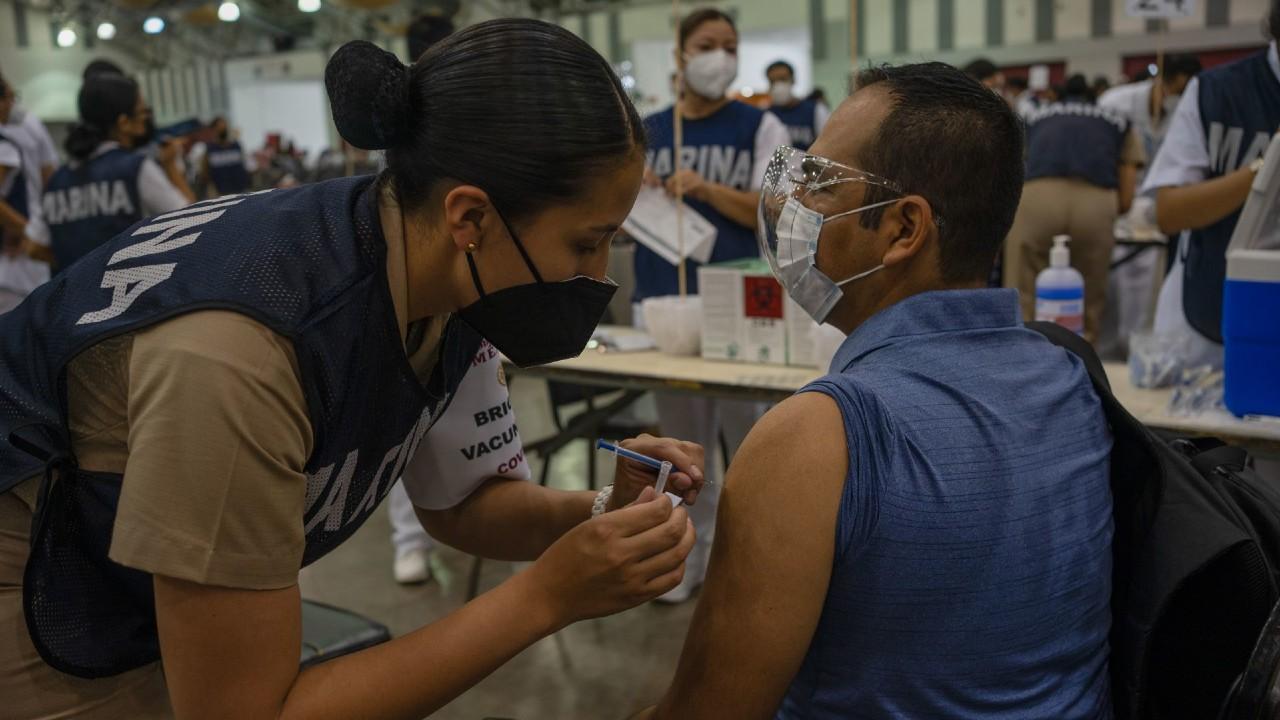 Maestros de Tamaulipas, Nayarit, Veracruz, Coahuila y Chiapas reciben vacuna contra COVID