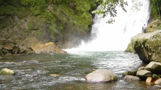 Muere mujer tras caer a cascada de Texolo en Veracruz