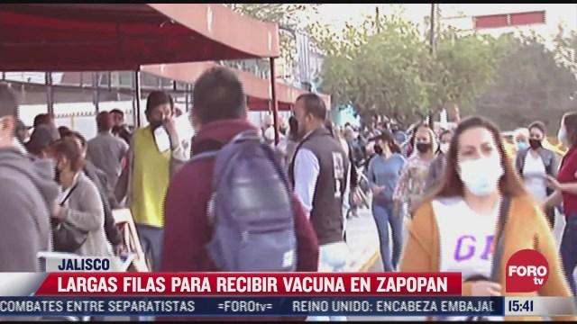 personas hacen largas filas para recibir vacuna covid en zapopan jalisco