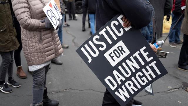 Renuncia-agente-que-disparó-accidentalmente-a-afroamericano