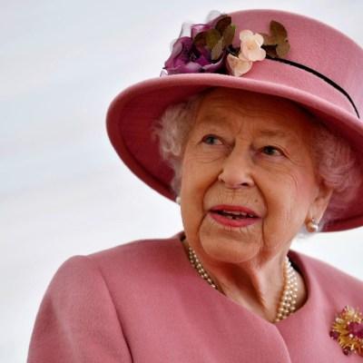 Reina Isabel II cumple su primer compromiso tras la muerte del duque de Edimburgo