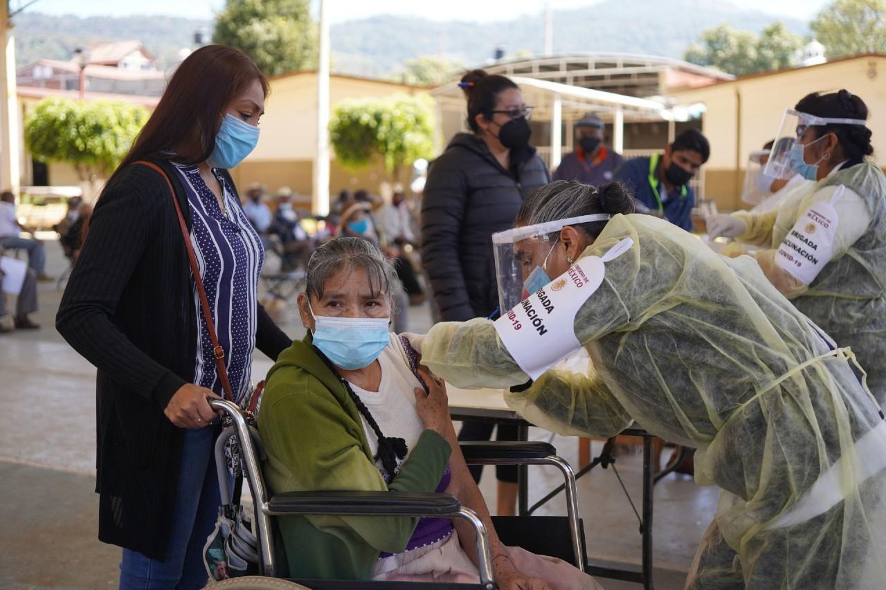 Muere mujer tras ser vacunada contra COVID-19 en Michoacán