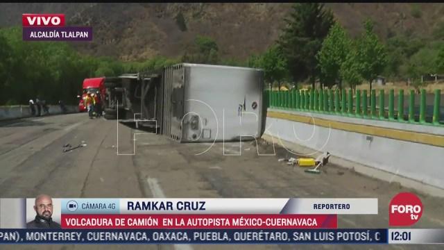 vuelca trailer cargado con medicamentos en la autopista mexico cuernavaca