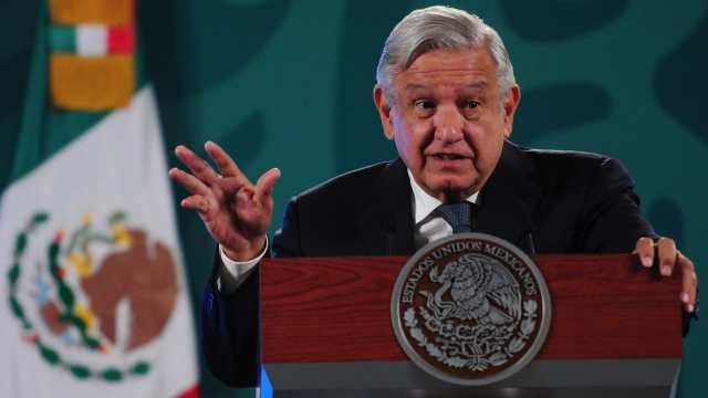 El presidente de México, Andrés Manuel López Obrador, responde a la prensa durante la conferencia matutina