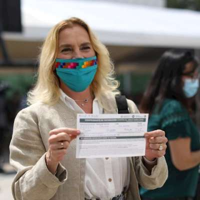 Beatriz-Gutiérrez-Müller-recibe-vacuna-COVID-19