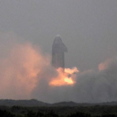 Cohete-Starship-de-SpaceX-aterriza-tras-quinto-intento