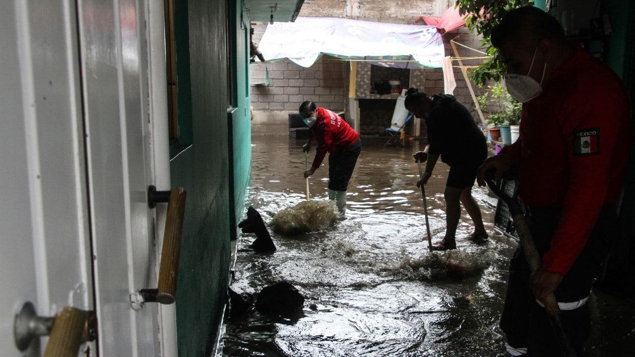 En una noche, llovió en Ixtapaluca lo equivalente a todo el mes de febrero; remueven escombros