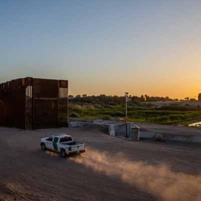 Ex agente fronteriza admite que ayudó ilegalmente a mexicana (Getty images, archivo)
