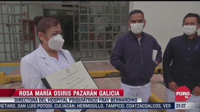 guillermina mendieta recibe premio en el marco del dia de la enfermera