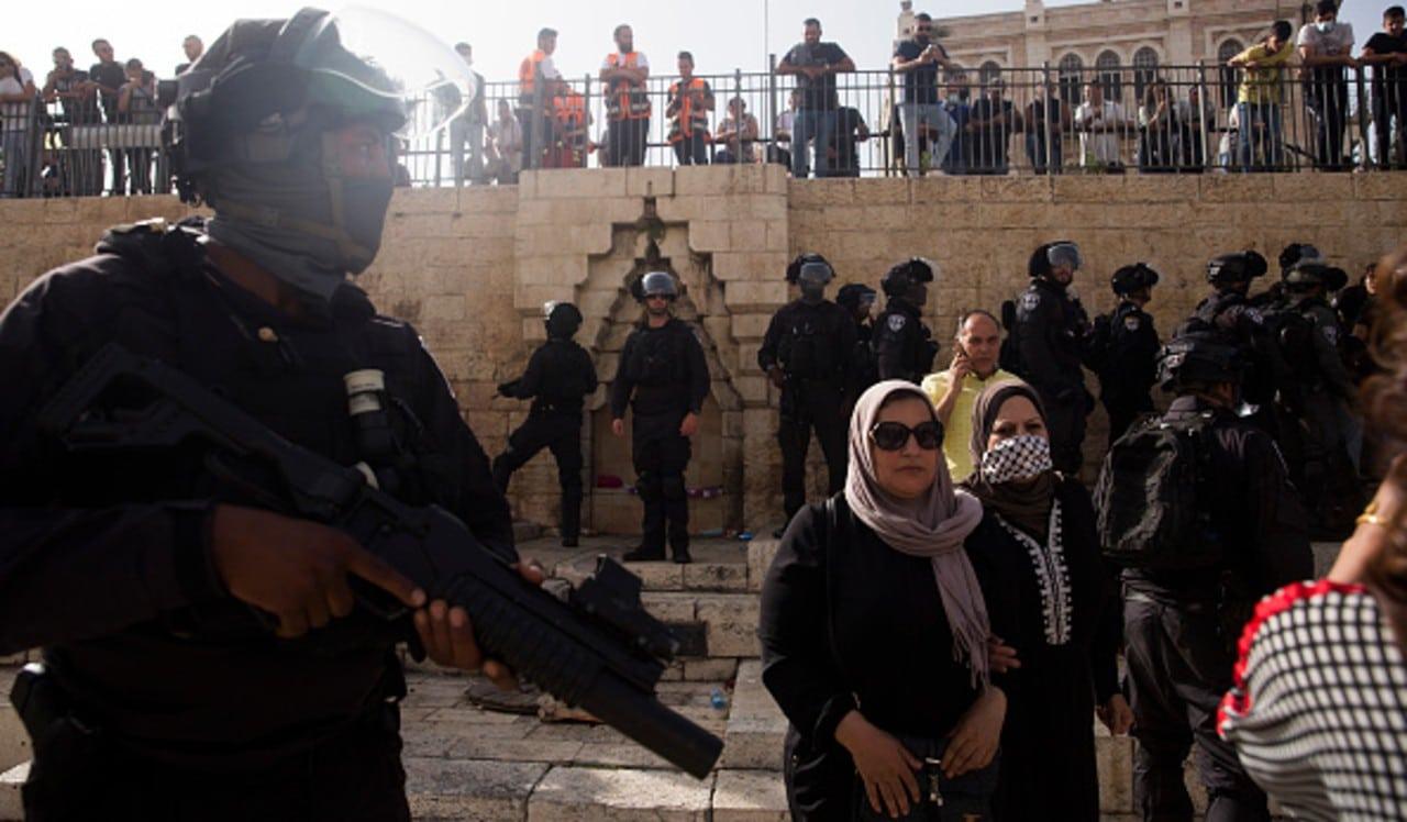 Fuerzas israelíes matan a palestino que embistió auto contra 6 policías