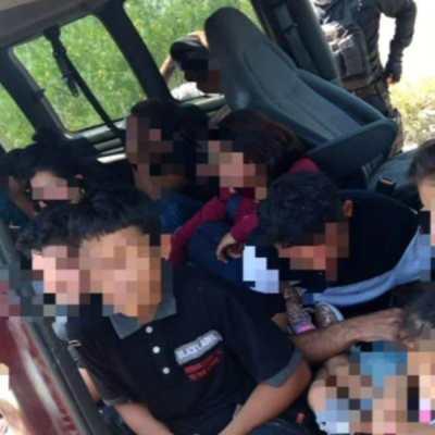 Rescatan a 27 migrantes centroamericanos que viajaban en un transporte escolar en Nuevo León