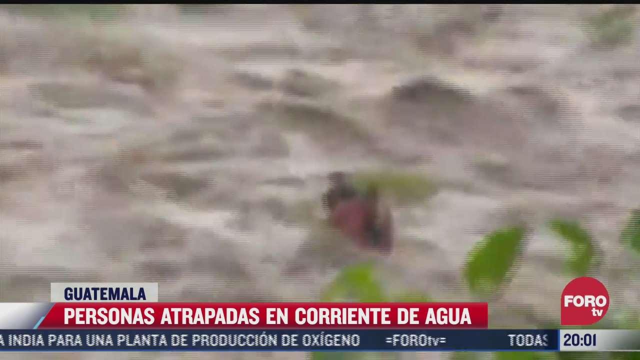 rescatan a personas atrapadas en la corriente de rio en guatemala