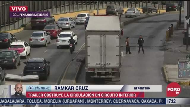 trailer obstruye circulacion en circuito interior