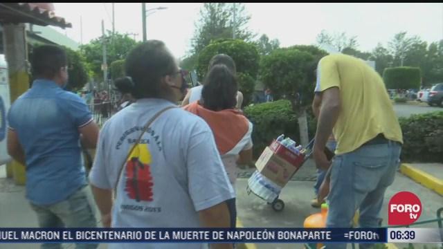 vecinos reparten alimentos a rescatistas de la linea 12 del metro cdmx