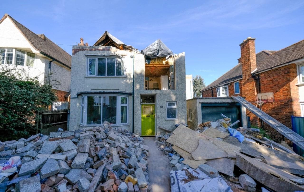 Albañil destruye la casa que remodeló tras discutir sobre el pago con el dueño
