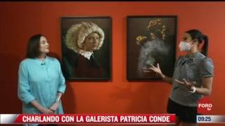 charlando con la galerista patricia conde