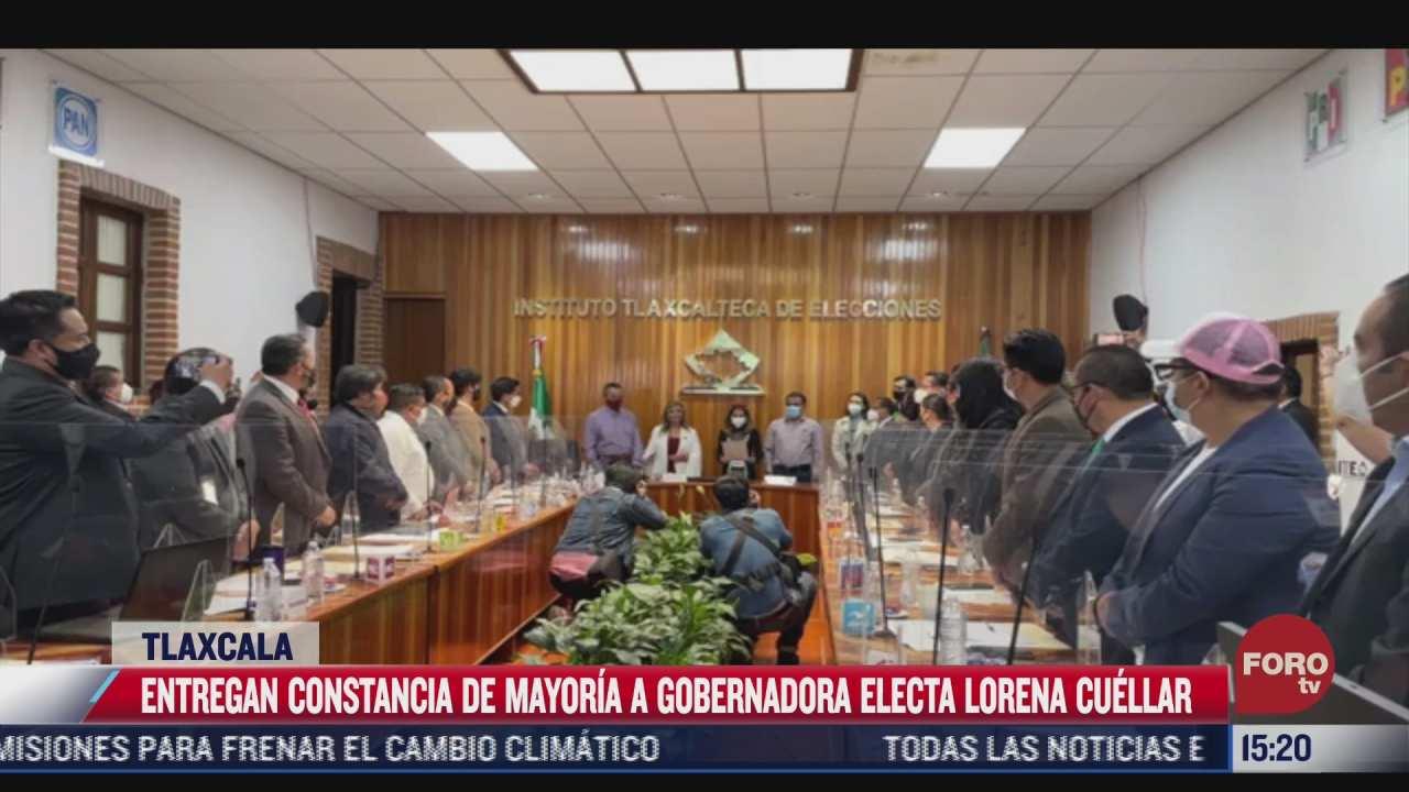 entregan constancia de mayoria a lorena cuellar en tlaxcala