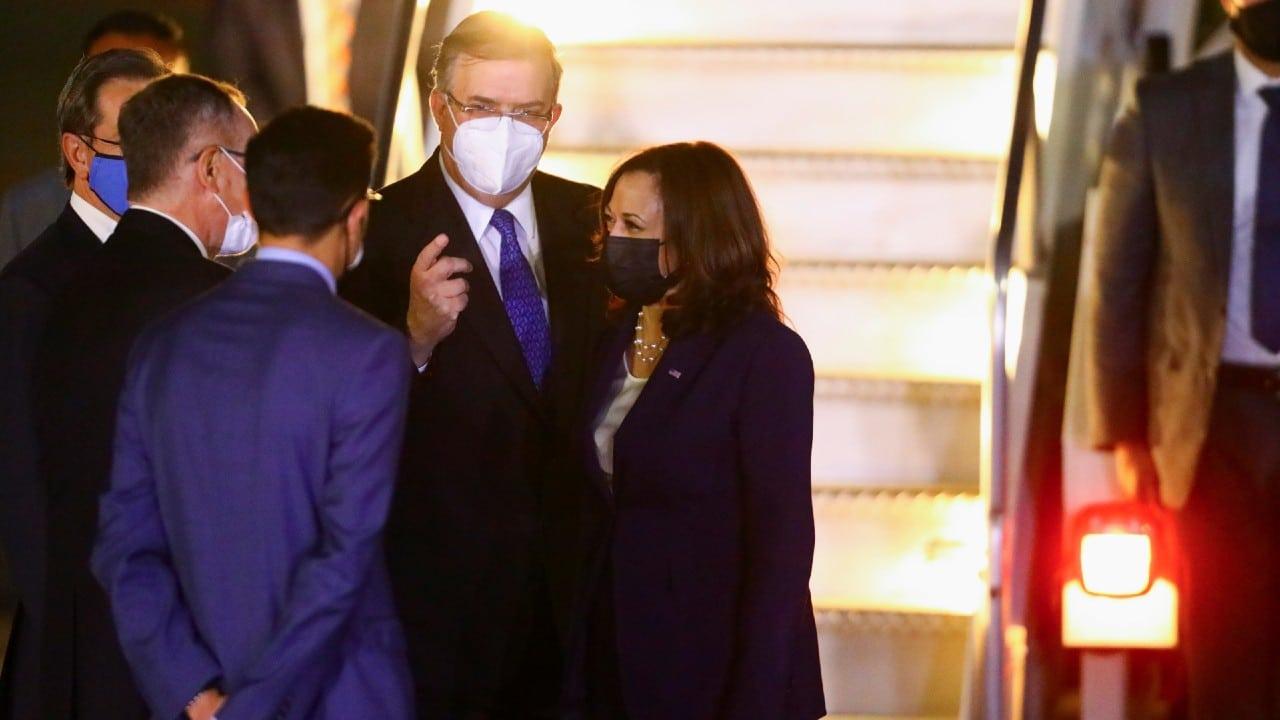 Kamala Harris, vicepresidenta de Estados Unidos, llega a la CDMX, Ebrard la recibe