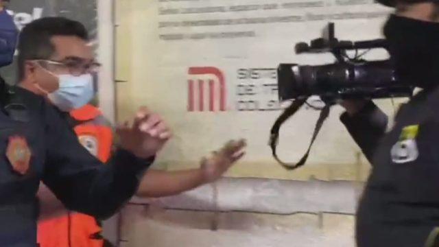 policias del metro intentan impedir trabajo de reporteros de forotv mientras cubrian incidente en estacion viveros