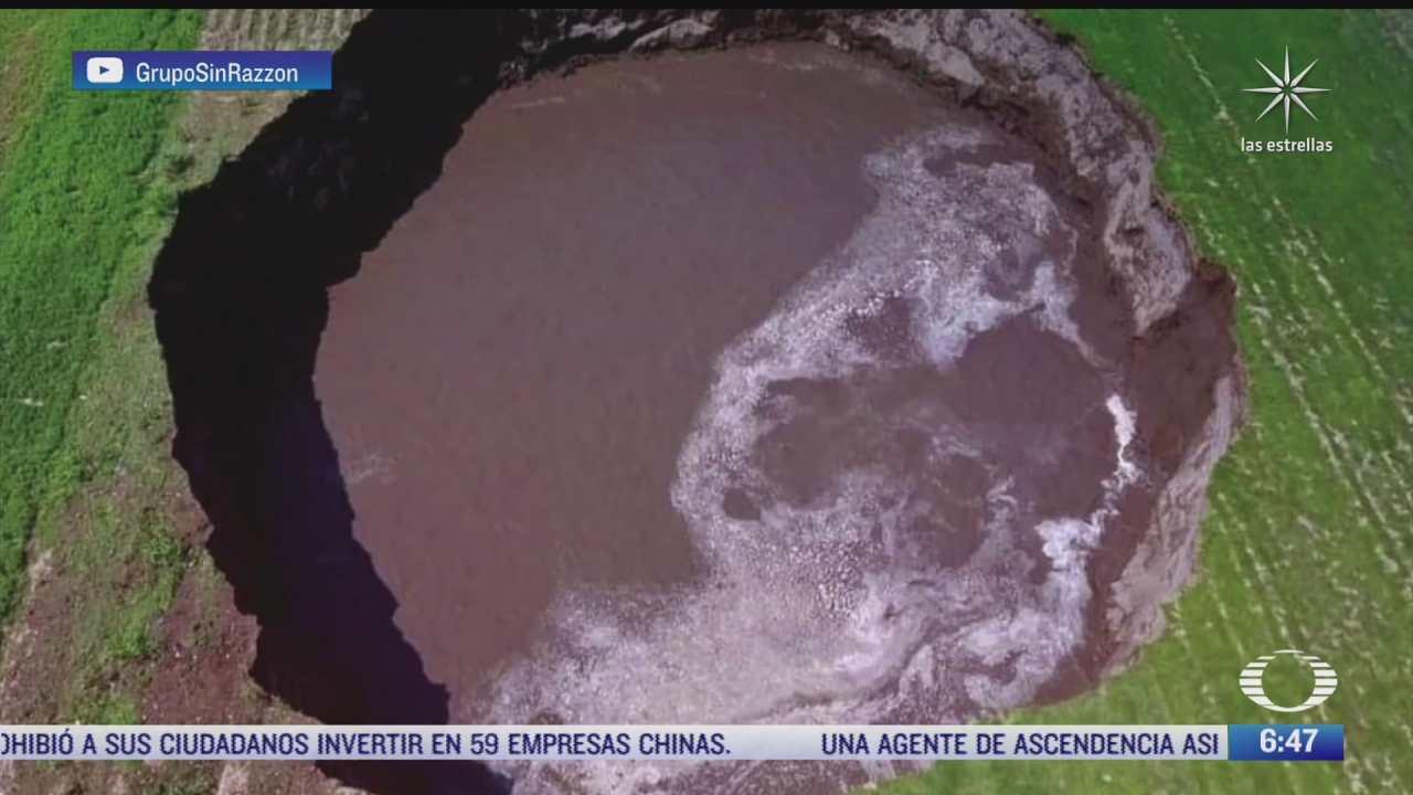 surge la cumbia del socavon por enorme hoyo en santa maria zacatepec