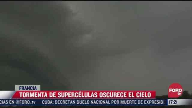 tormenta de supercelulas oscurece el cielo en francia