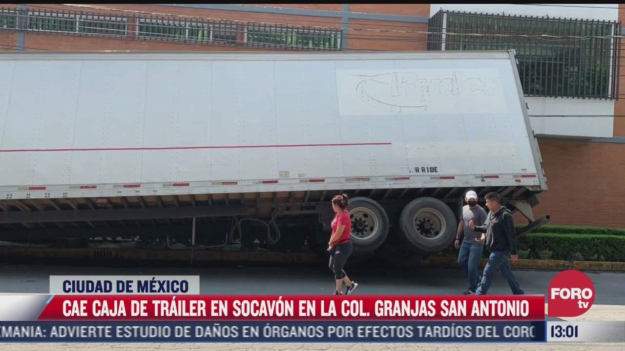 caja de trailer cae y provoca socavon en la cdmx