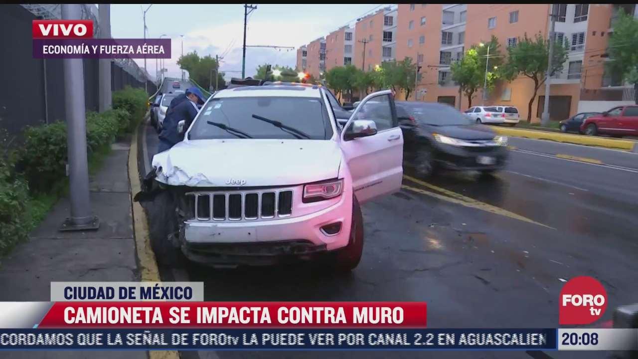 camioneta se impacta contra muro en inmediaciones del aicm