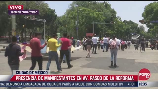estudiantes marchan sobre paseo de la reforma en cdmx