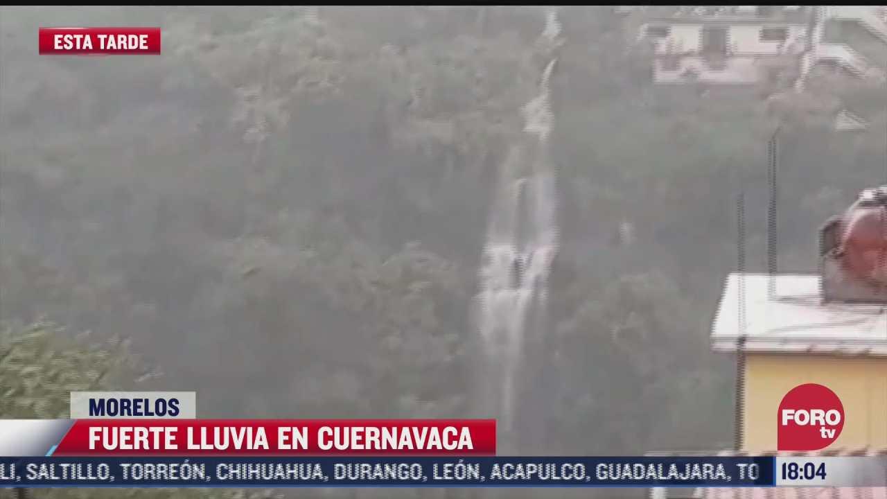 fuertes lluvias forman cascada en cuernavaca morelos