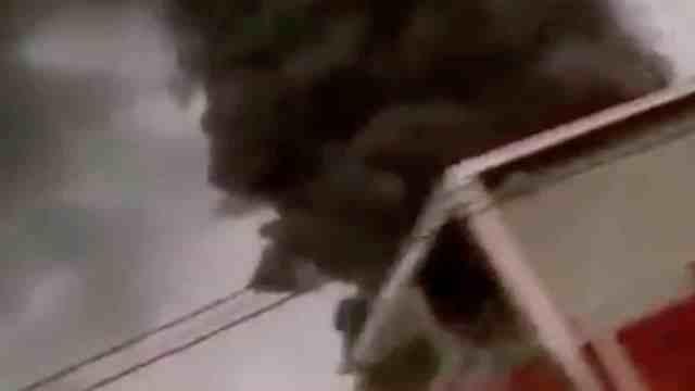 Incendio en fábrica de colchones se observó en distintos puntos en Santiago, Nuevo León (FOROtv)