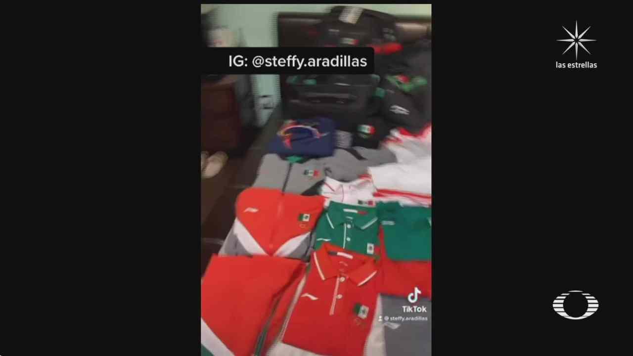 jugadora de softball demuestra en video que conserva sus uniformes