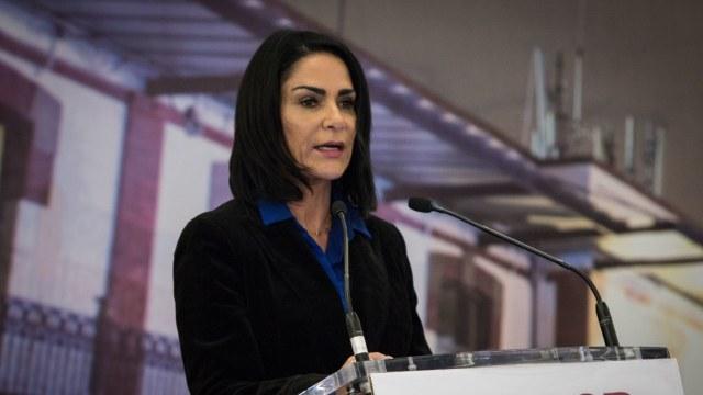 La periodista Lydia Cacho, durante la ceremonia en la cual el Estado Mexicano le pidió una disculpa, por la violación de sus derechos humanos. (Foto: Cuartoscuro)