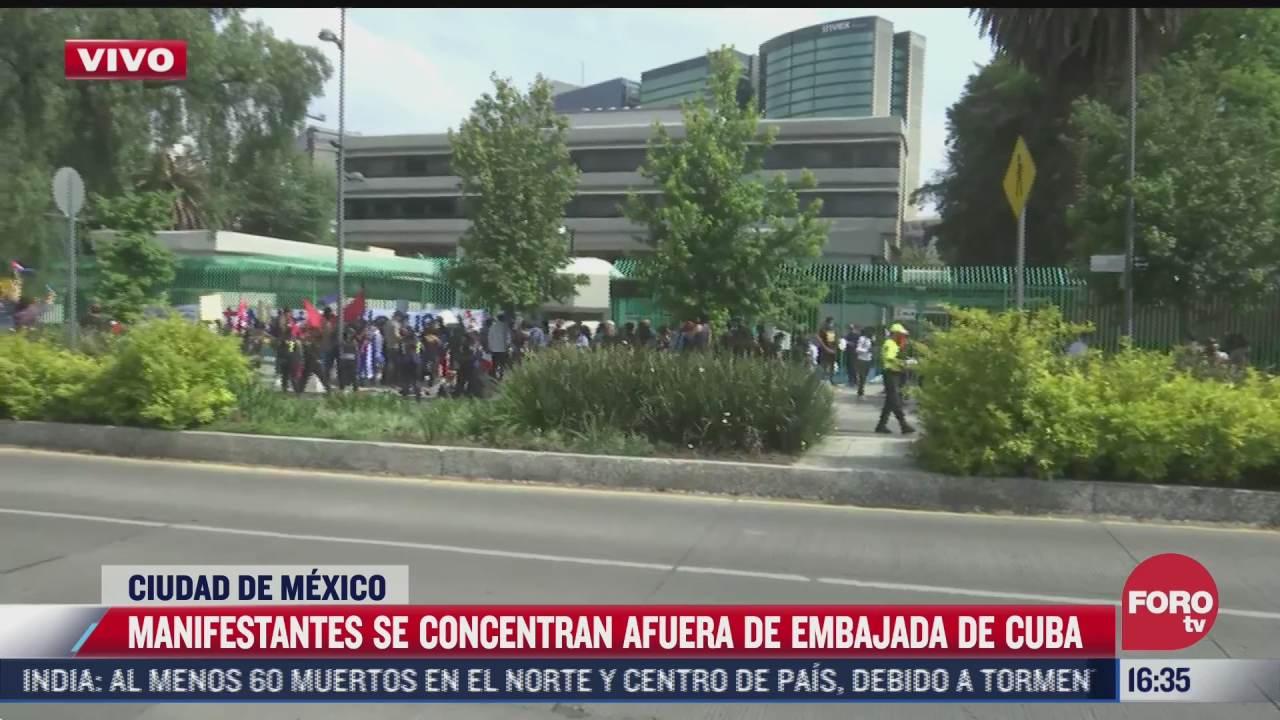 manifestantes se concentran afuera de la embajada de cuba en cdmx