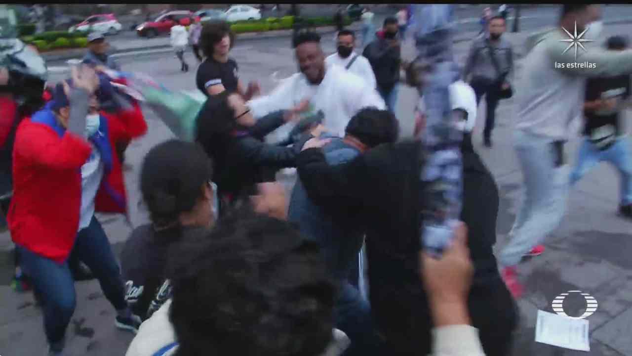 pelea en el zocalo capitalino por diversas posturas sobre cuba