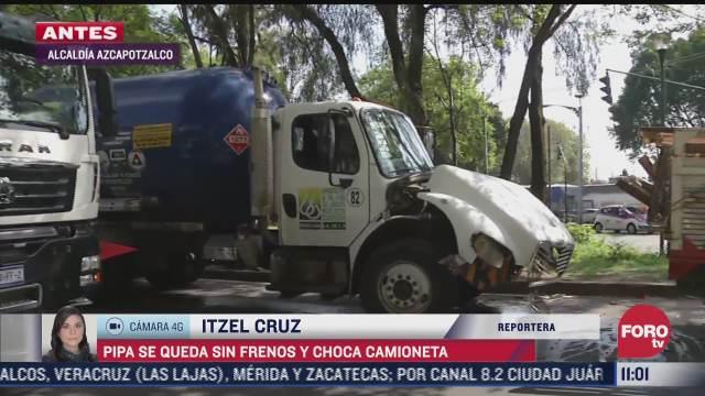 pipa de gas se queda sin frenos y choca contra camioneta en azcapotzalco