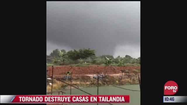 potente tornado arrasa con una aldea