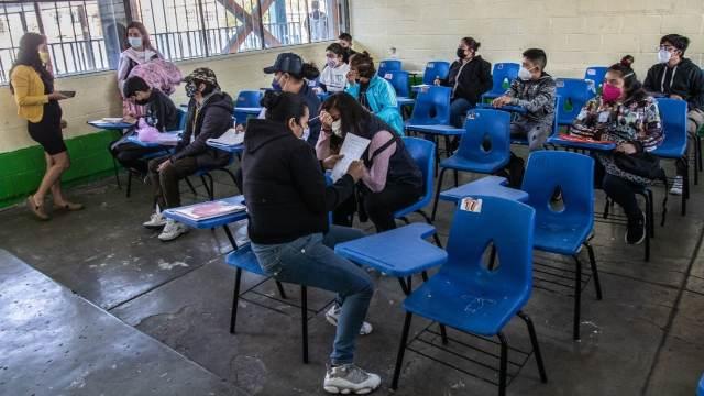 AMLO critica a quienes se oponen al regreso a clases presenciales ante COVID-19